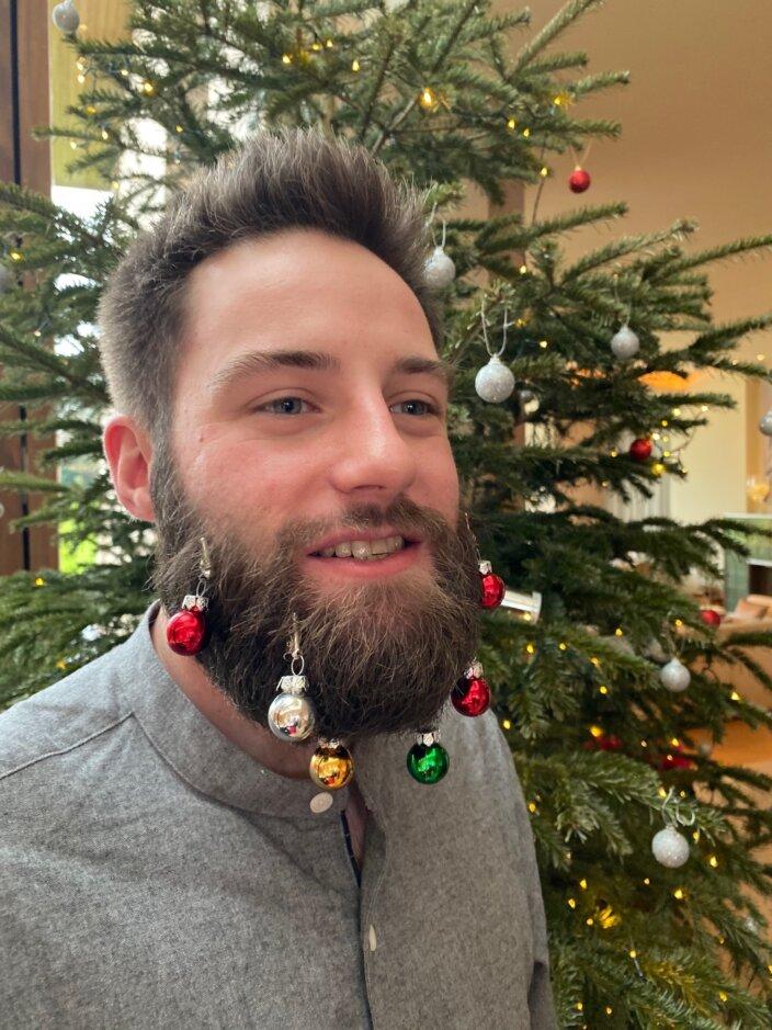 Happy Christmas, Goodbye Maitreyi