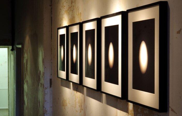 Edgar Leciejewski, Sieben Eier # 01-07, 2007, installation view, Pete and Repeat, 2009 at Zabludowicz Collection, London. Photo: Thierry Bal