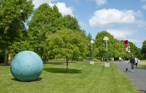 Families Create Offsite: Frieze Sculpture