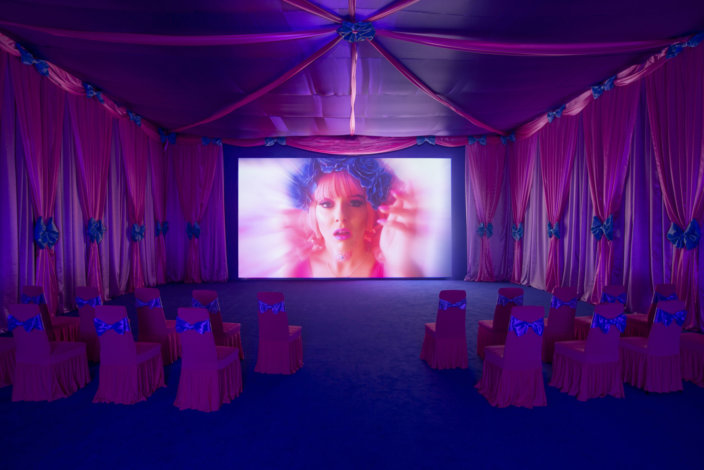 Installation view: Rachel Maclean, Zabludowicz Collection, London. Make Me Up (gallery edition), 2018. Digital video installation. Commissioned by the BBC and 14-18 NOW. Courtesy the artist and Zabludowicz Collection. Photo: David Bebber