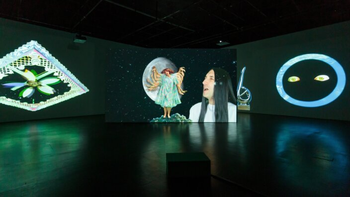 Shana Moulton (with Nick Hallett), Whispering Pines ∞, 2018, exhibition view Zabludowicz Collection, London. Courtesy the artist and Zabludowicz Collection. Photo: Tim Bowditch