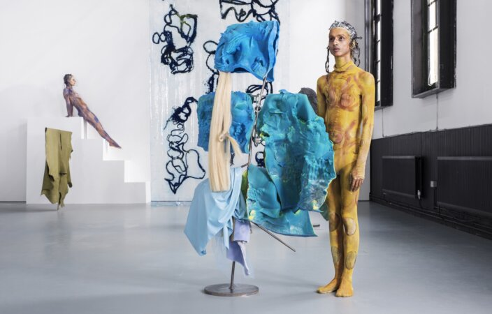 Donna Huanca, SCAR CYMBALS, 2016, performance view. Photo: Thierry Bal